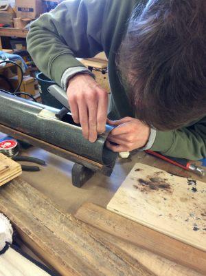 38 Martin repairing Geigen